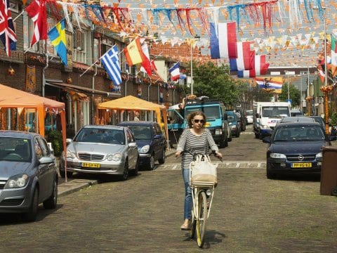 "Maria Sanchez Diez, ""A Dutch city is giving money away to test the 'basic income' theory"""