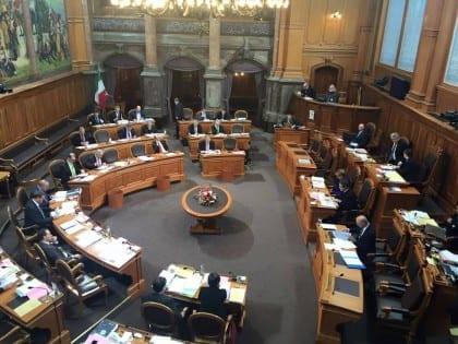 Debate at the upper parliament. Taken by Enno Schmidt.